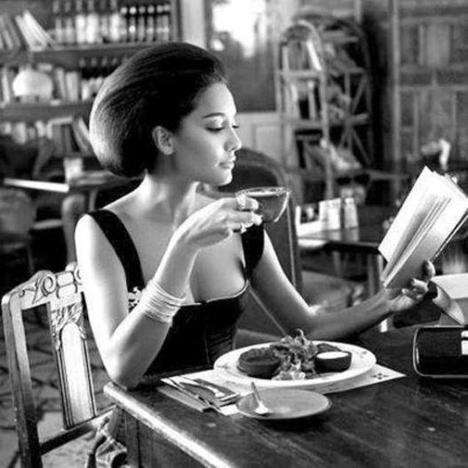Reading whilst remaining elegant