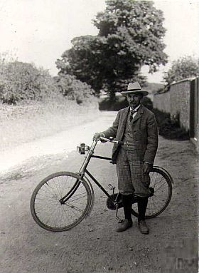 thomas_hardy_bike_280