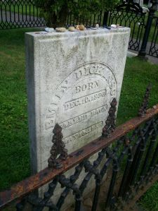 Photo of Emily Dickinsons gravestone